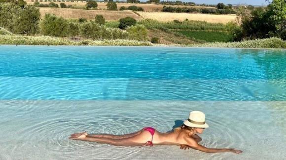 Barbara D'Urso, 63 anni e non sentirli: fisico mozzafiato e topless da capogiro. Prova costume superata