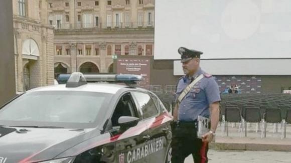 Proietta film a luci rosse in piazza a Bologna: l'autore lancia raccolta fondi per le sue spese legali