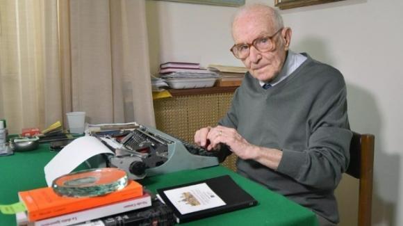 """All'età di 97 anni consegue la laurea e assicura: """"Mi iscriverò alla specialistica"""""""
