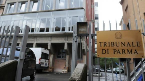 """Parma: si presenta in tribunale con la maglietta """"Criminal"""" e viene condannato"""