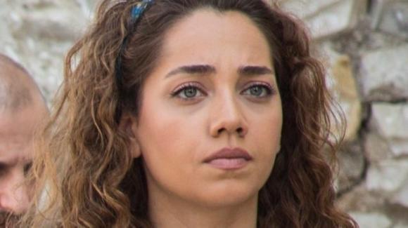Come sorelle, anticipazioni quinta puntata del 5 agosto: Çilem salva Azra dal suo aguzzino, scontro tra Deren e Kenan