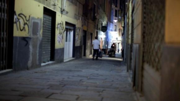 Genova: derubato per ben 3 volte in una sera, l'ultimo ladro lo abbraccia per consolarlo