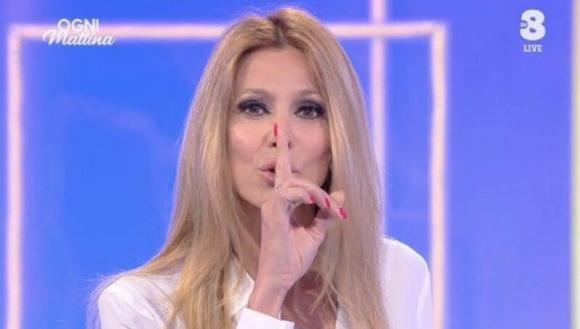"""Adriana Volpe risponde a Giancarlo Magalli: """"Da anni provi a zittirmi, non ci riuscirai"""""""