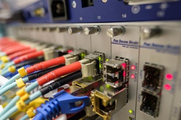 """Relazione annuale AGCOM: """"Mercato di telefonia fissa in crescita, la fibra ottica fa da traino"""""""
