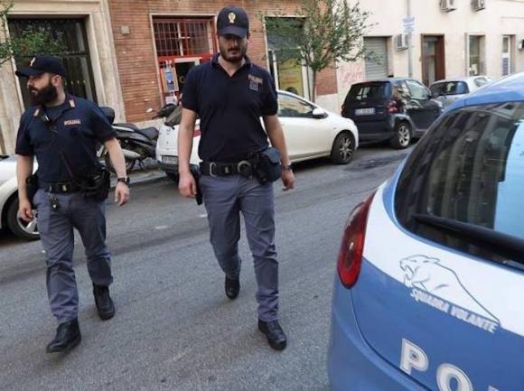 Roma: banditi con passamontagna e pistole in strada, interviene la Polizia ma era un film abusivo