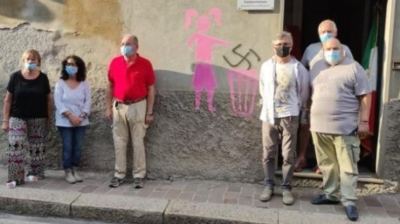Campomorone, vedono una svastica sul muro. La loro risposta è sorprendente