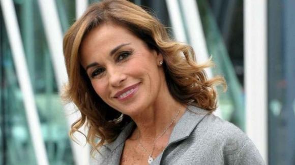 Cristina Parodi presa di mira dagli haters per le sue vacanze in Sardegna
