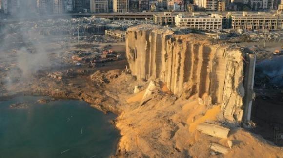"""Libano: """"esplose più di 2750 tonnellate di nitrato di ammonio"""", secondo le fonti ufficiali"""