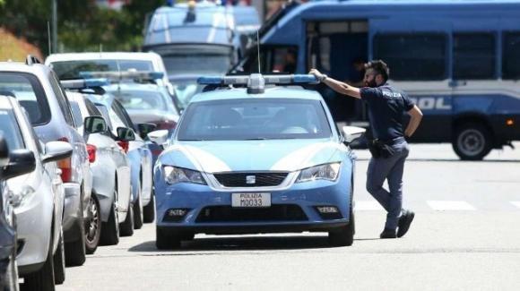 Milano: corriere fuma uno spinello prima di una consegna alla Polizia: arrestato