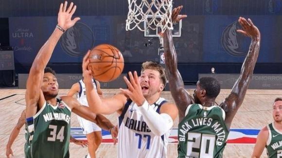 NBA 2020: i Dallas Mavericks battono Milwaukee, ma i Bucks sono primi in assoluto
