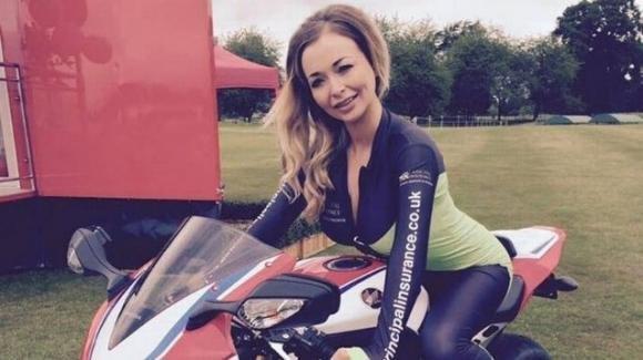 Khloe Atkinson è morta nel sonno, la modella inglese aveva 33 anni