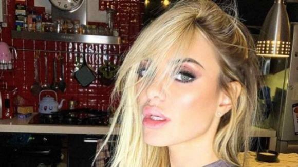 """Elena Morali si scaglia contro le ragazze che ci provano con Luigi Favoloso: """"È già mio marito"""""""