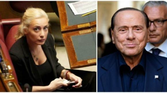 Silvio Berlusconi, mano nella mano con la sua nuova fiamma
