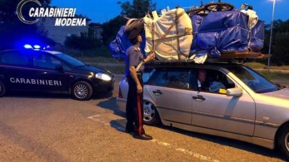 Da Bari fermato a Modena: portava la camera da letto sul tetto dell'auto