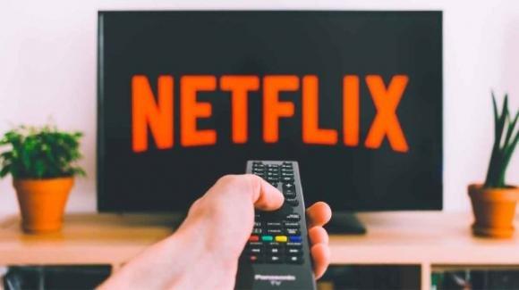 Netflix: aggiornati elenchi smart TV e smartphone compatibili, test Shuffle su smart TV