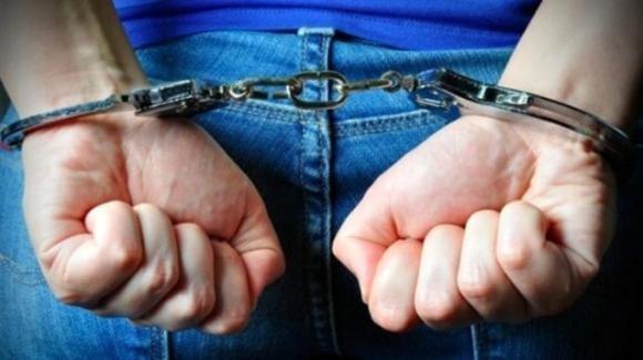 Catania, il cellulare non prende bene e lui trasgredisce i domiciliari: arrestato