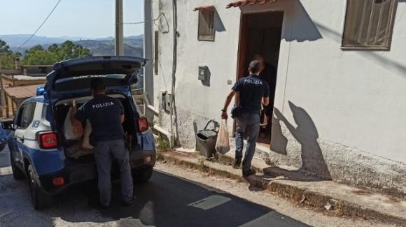 """Agrigento: anziano chiama la polizia """"non mangio da 5 giorni, non ho soldi!"""" Gli agenti arrivano con la spesa"""