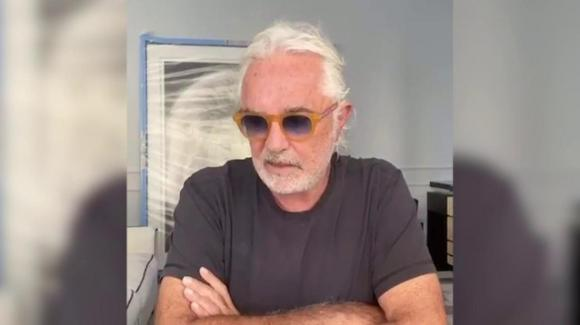 """Flavio Briatore parla dall'ospedale: """"Ho problemi di prostata, non so se ho il Covid"""""""