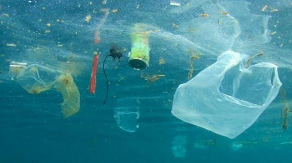 La tecnologia Clean Up non risolverà il problema della plastica negli oceani, lo dice uno studio