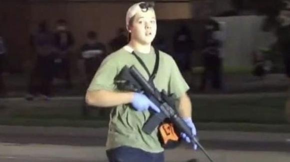Wisconsin: chi è Kyle Rittenhouse, l'adolescente accusato degli omicidi durante le proteste