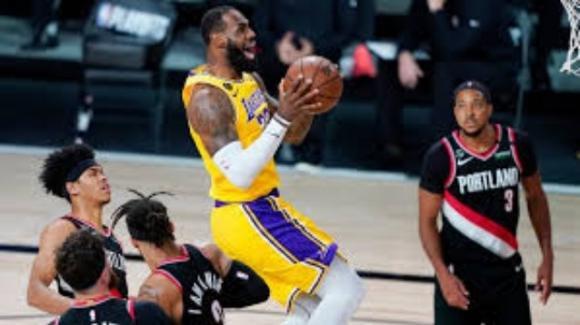 NBA, 29 agosto 2020: Lakers e Bucks vanno alle semifinali di conference, i Rockets distruggono i Thunder