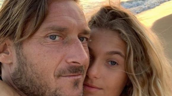 """Francesco Totti attacca un fan che ci prova con la figlia Chanel: """"Ti sfondo, lei è mia!"""""""