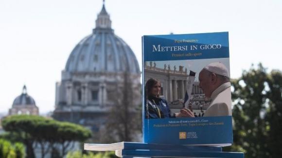 Alex Zanardi, prima dell'incidente un libro: il Papa e lo sport