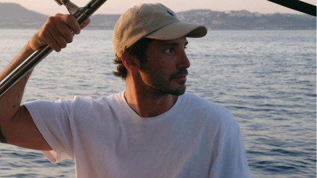 Stefano De Martino dimentica Belen: beccato in barca proprio con lei