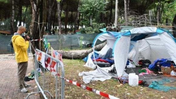 Morte a causa di un albero marcio le sorelline del campeggio a Marina di Massa