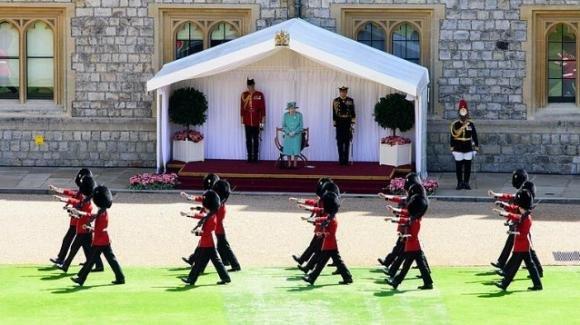 Fuggono da Windsor per andare ad un rave party: arrestate 13 guardie della Regina