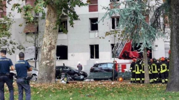 Fuga di gas a Milano fa esplodere un palazzo: 6 feriti di cui uno grave