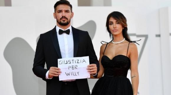 """Festival di Venezia, coppia di ospiti fa un gesto per Willy: """"Devono vergognarsi"""""""