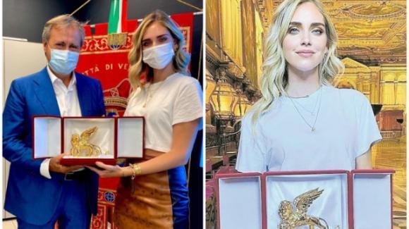 Chiara Ferragni, il sindaco di Venezia le consegna il Leone D'Oro per l'impegno civico