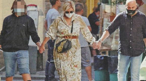 Tina Cipollari, Vincenzo Ferrara e Gianluca Nalli: mano nella mano per le strade di Firenze