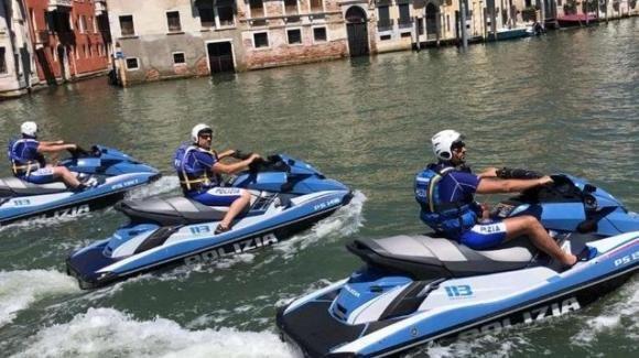Zucchero nei serbatoi: sabotate le moto d'acqua della polizia a Venezia
