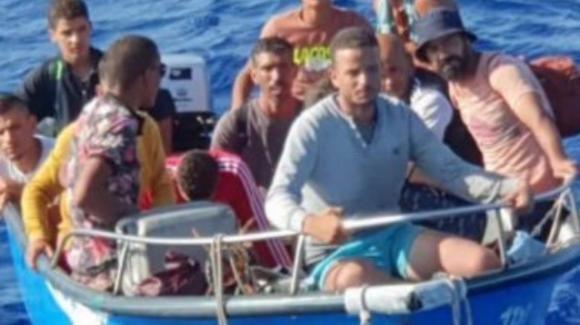Molisano sbarca a Lampedusa sul gommone insieme ai migranti: è giallo