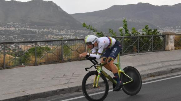 Giro d'Italia: Filippo Ganna vince la prima tappa e vola in rosa