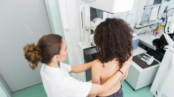 Galles, cancro alla mammella: migliaia di donne a rischio