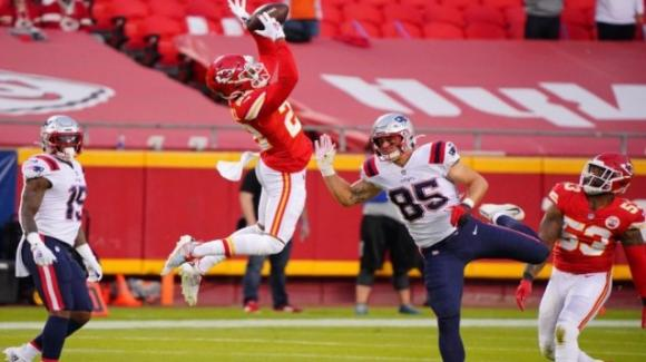 NFL 2020, 4a settimana: i Chiefs comandano sui Patriots, i Bills dominano sul campo dei Raiders