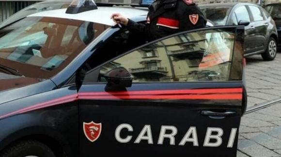Modena: lancia monopattino elettrico contro i carabinieri, fermato