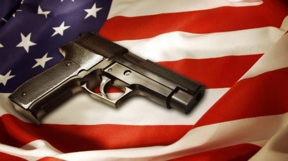 USA: bimbo di 3 anni trova pistola carica in un comodino, parte un colpo e muore