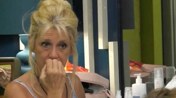 GF Vip, Maria Teresa Ruta non la trattiene e fa pipì sul letto
