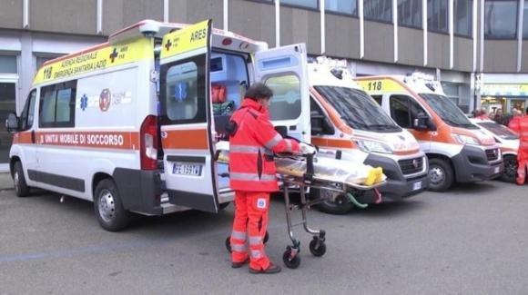 Roma, ambulanze ferme in attesa dei ricoveri per Coronavirus