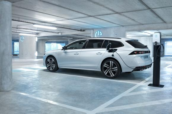Auto ibride Plug-in: efficienza e potenza per un'appagante esperienza di guida
