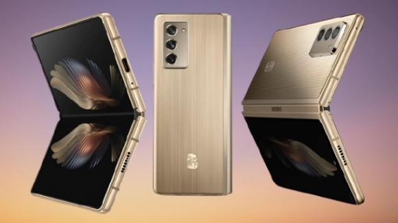 Samsung W21 5G: ufficiale lo smartphone foldable extra-lusso con concierge