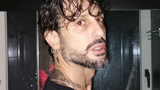 Fabrizio Corona trema su Stefano De Martino, chiama lui i paparazzi