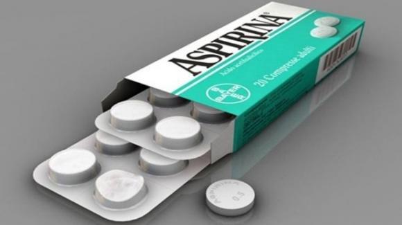 Inghilterra, contro il Covid-19 sarà sperimentata l'aspirina: dimezza la mortalità dei malati