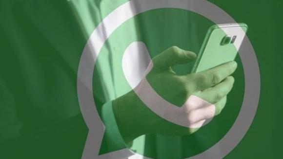 WhatsApp: nuovi stickers, ufficiale il pulsante WhatsApp Shopping