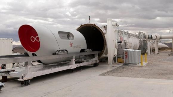 Hyperloop, primo test con passeggeri a bordo del treno supersonico