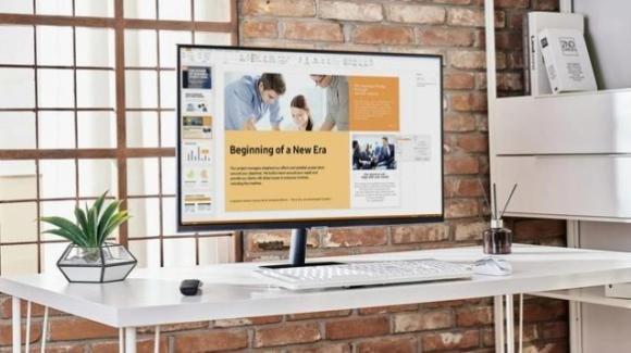 Samsung sfida AOC con gli evoluti Smart Monitor per il lavoro remoto